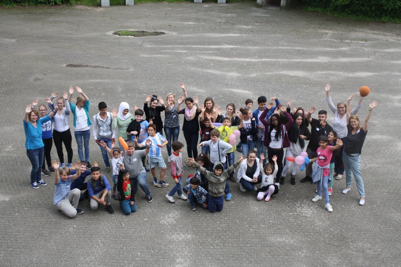 Schüler und Lehrer der Kurpfalz Realschule Schriesheim gestalten einen Nachmittag für Flüchtlingskinder